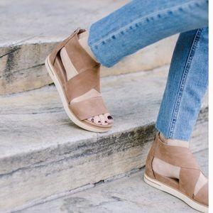 EILEEN FISHER🍂🍁Crisscross Sport Sandals sz 8